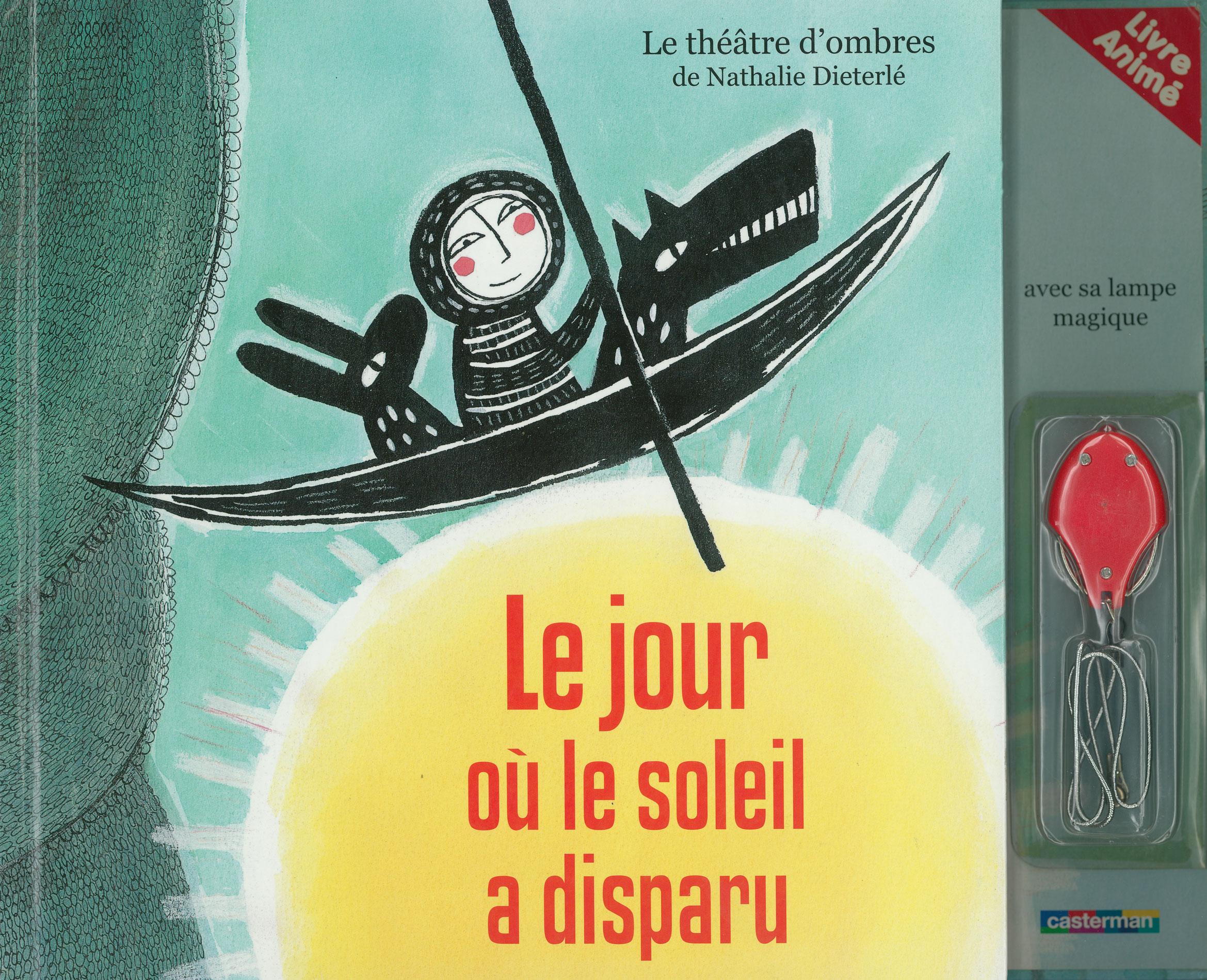 Livre théatre d'ombres jeunesse conçu et illustré par Nathalie dieterlé. Des ombres chinoises sont projetées dans le livre grâce à une lampe de poche.